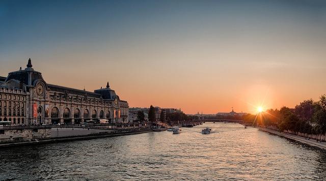 Река Сена в Париж
