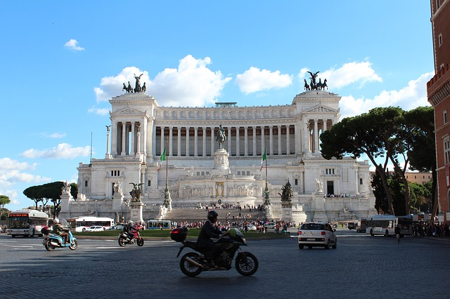 Площад Венеция