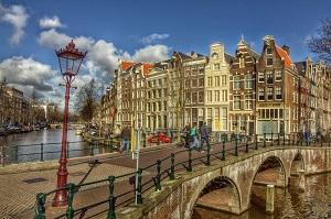 Амстердам столицата на Холандия